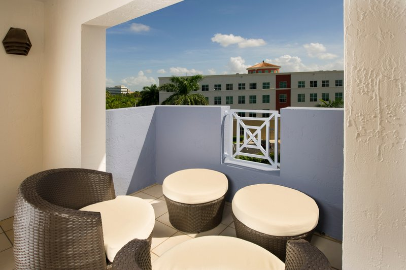 King Bed Full Suite with Balcony, Living Area, WiFi and Breakfast