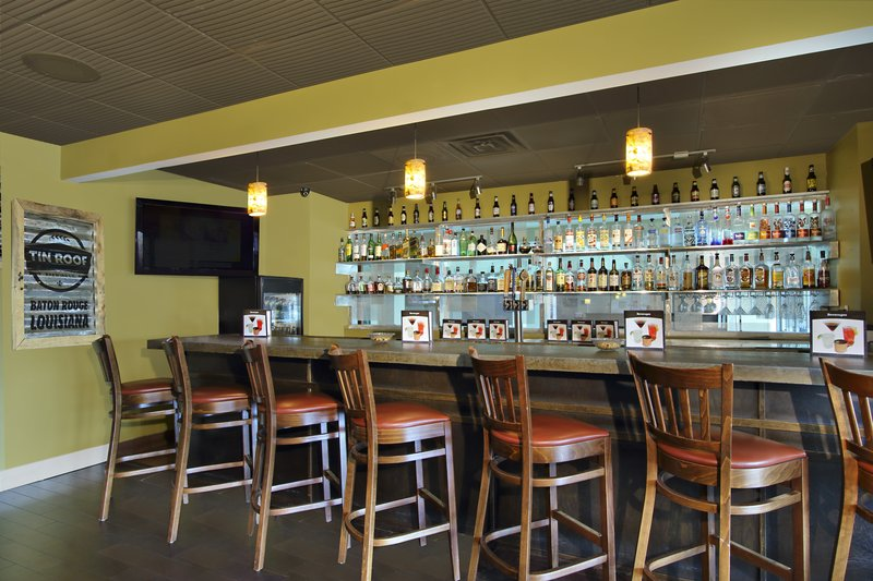 Roudhouse Bar and Grill minutes away from downtown neworleans