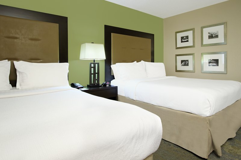 2 Queen Bed Guest Room Holiday Inn Metairie near msy airport