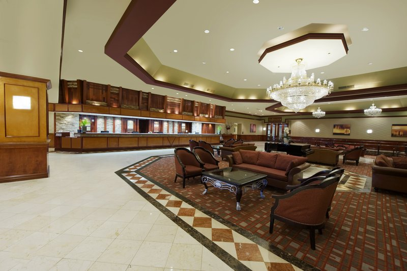 Large and welcoming hotel lobby
