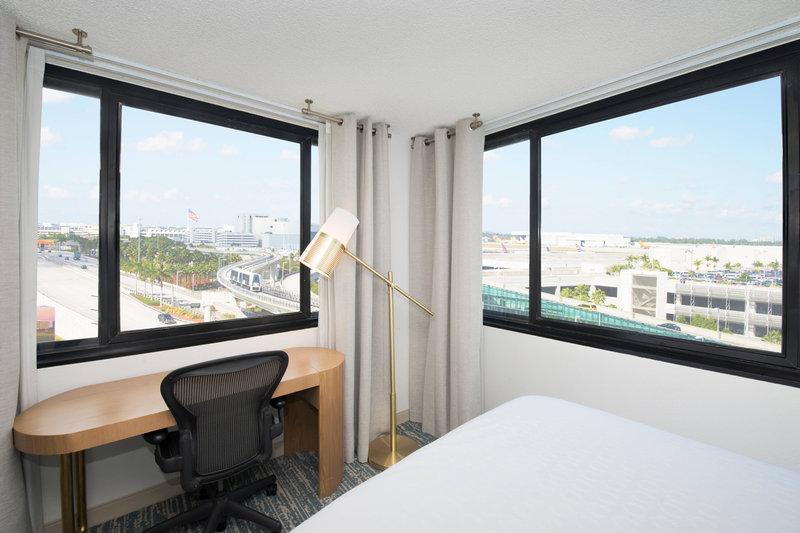 Queen/Queen Guest Room - City View