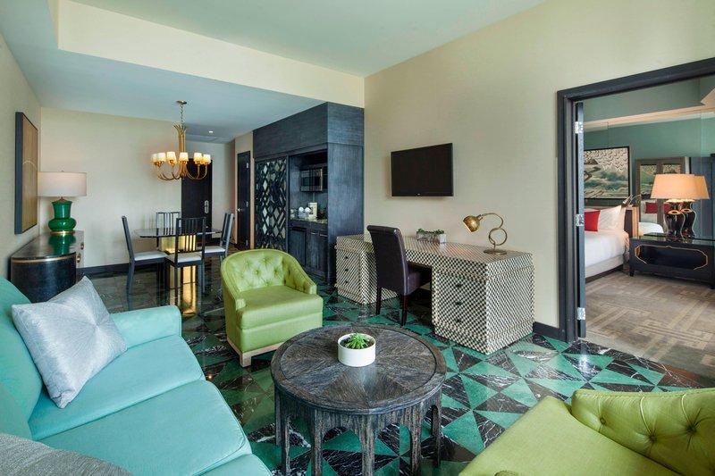 Fantastic Suite - Sitting Area