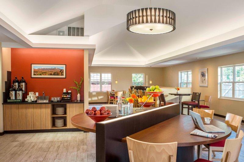 Breakfast Room & Coffee Station