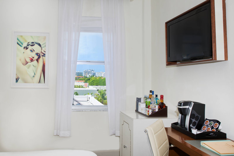King Guest Room - Partial Ocean View
