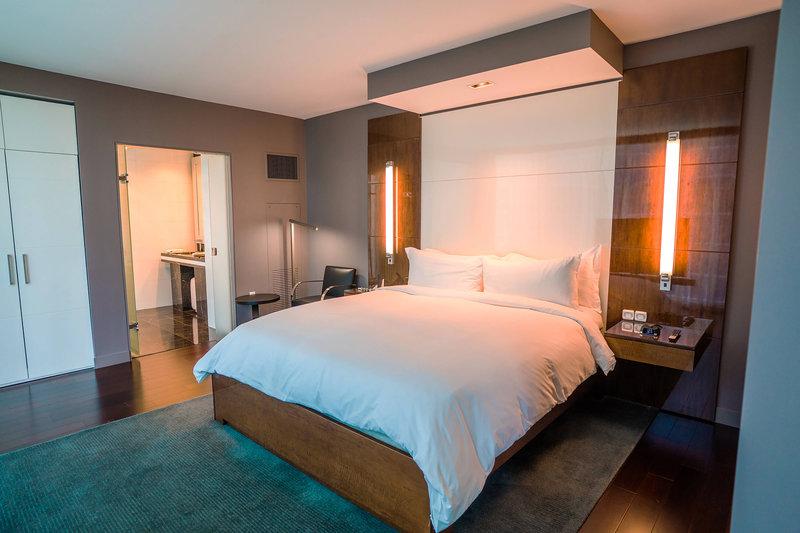 Miro One-Bedroom Executive Suite - Bedroom