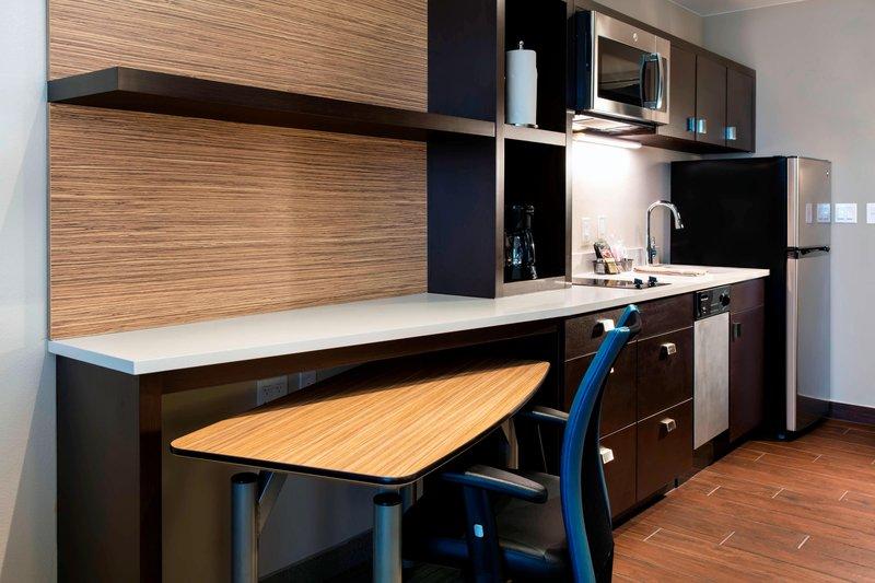 Studio King Kitchen & Desk