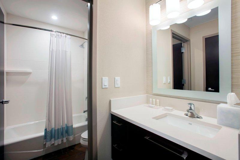 Suite Bathroom - Tub