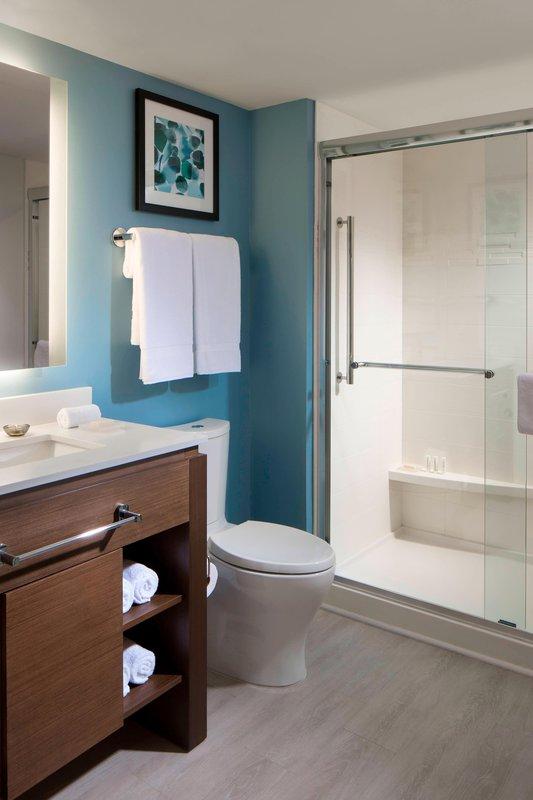 Studio Suite – Bathroom
