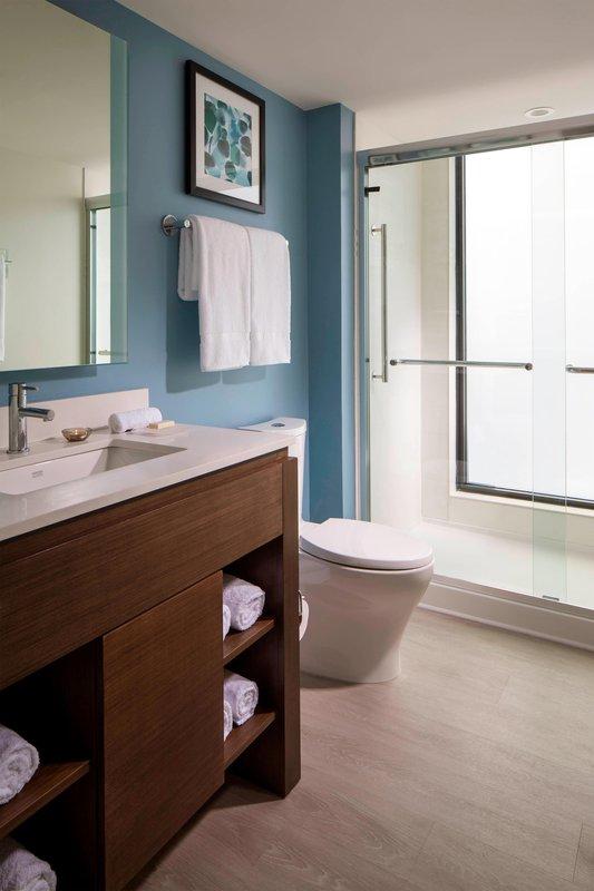 One-Bedroom Suite – Bathroom