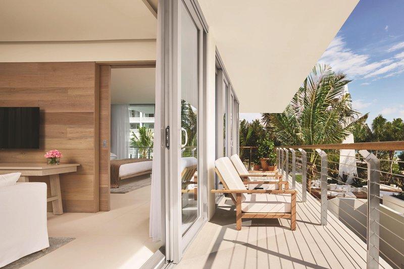 Premiere Bungalow Oceanfront Suite - Terrace
