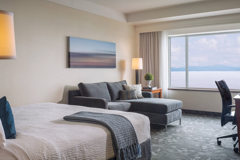 Guest Room - King Lake View