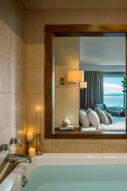 Hospitality Suite - Bathroom Whirlpool Tub