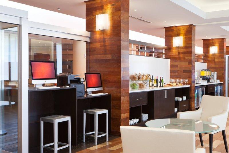 M Club - Business Center