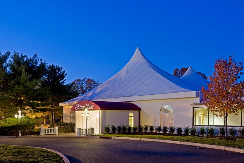 Riverside Pavilion can accommodate 500 guests for banquet events