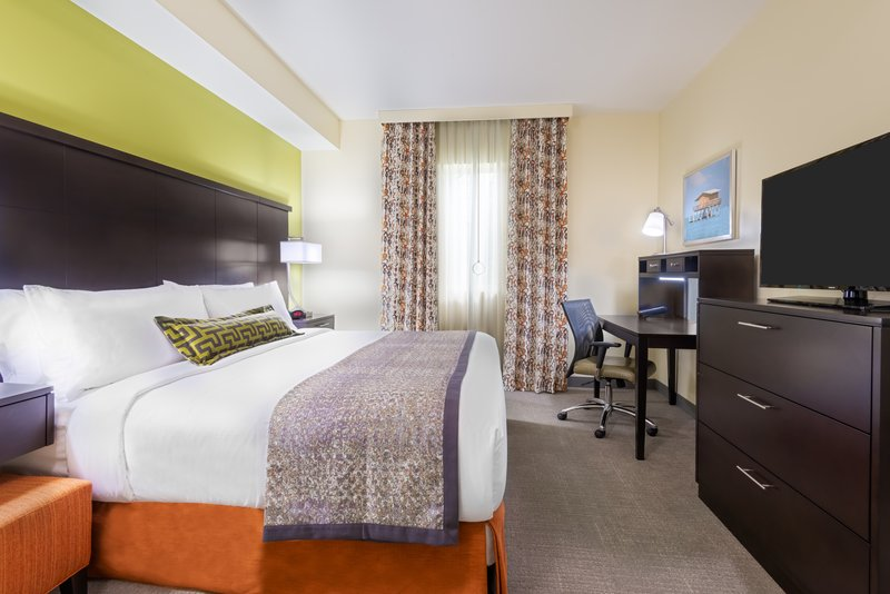 Our Miami hotel also offers accessible 2 bedroom suites.