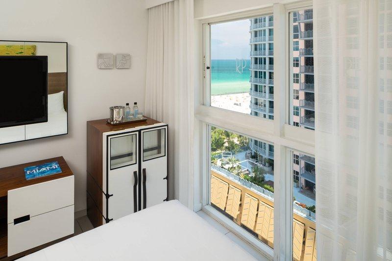 Double/Double Art Deco Deluxe Guest Room