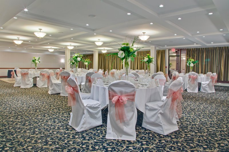 The Willow Room can hold up to 120 guests for a buffet dinner.