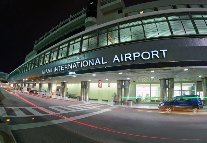 Complimentary 24/7 airport shuttle from/to Miami Int'l Airport