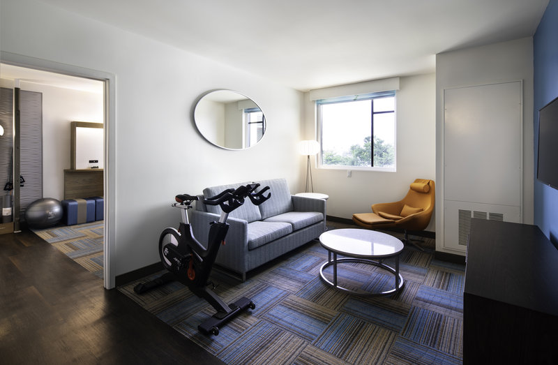 Spinning bike to work out in the comfort of your living room suite