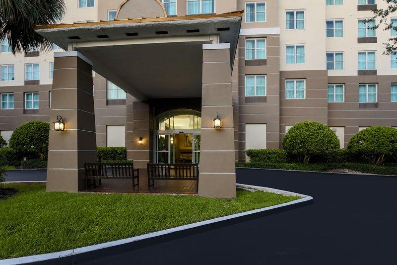 Staybridge Suites Miami Doral Area Entrance