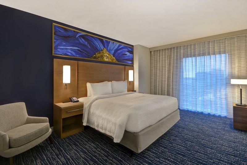 King Studio High Floor Suite - Sleeping Area